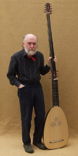 Folding theorbo after Buechenberg