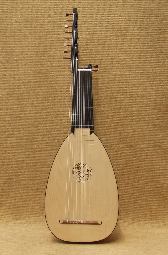 12 course lute on Venere body